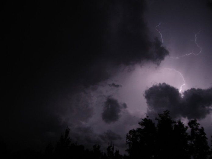 lightening_storm_by_kicsterash-d4765ji
